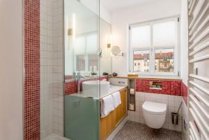 A bathroom at Hotel Nepomuk