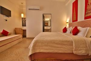 A bed or beds in a room at Villa 243