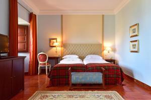 A bed or beds in a room at Pousada Castelo de Palmela