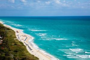 Een luchtfoto van Eden Roc Miami Beach