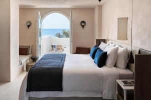 A bed or beds in a room at Istoria