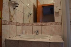 A bathroom at Hotel Mimoza