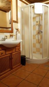 A bathroom at Aldea Rural A Cortiña