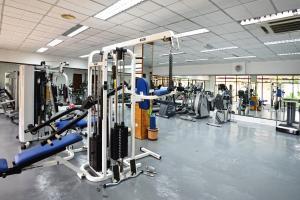 Het fitnesscentrum en/of fitnessfaciliteiten van Holiday Villa Beach Resort & Spa Langkawi
