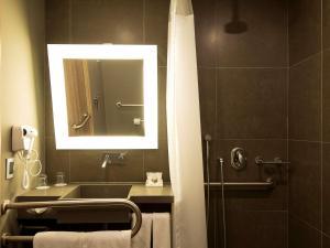Um banheiro em Novotel Santos Gonzaga