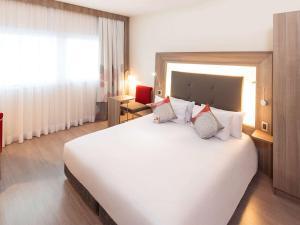 Cama ou camas em um quarto em Novotel Santos Gonzaga