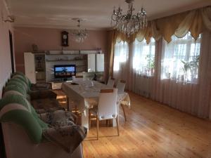 Uma área de estar em chastnyi dom v Baku