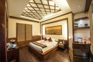 Ein Bett oder Betten in einem Zimmer der Unterkunft Shwe Yee Pwint Hotel