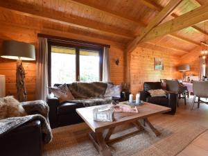 Coin salon dans l'établissement Beautiful, serene, splendid sanctuary-like holiday home in Durbuy