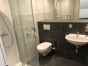 Ein Badezimmer in der Unterkunft KM Hotel Murtal