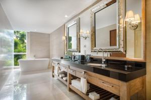 Ein Badezimmer in der Unterkunft Hilton Garden Inn Bali Ngurah Rai Airport