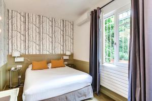 A bed or beds in a room at Passy Eiffel