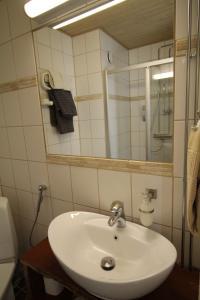 Ett badrum på Kuralan Kartanotila
