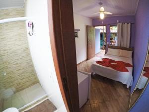 A bathroom at Suítes Cantinho da Pedra