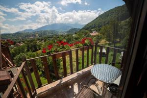 A balcony or terrace at Transylvanian Inn
