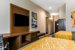 A television and/or entertainment center at Comfort Inn & Suites Valdosta