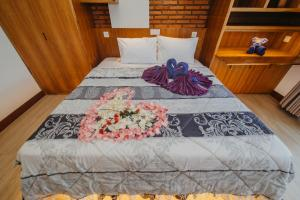 A bed or beds in a room at Kaen Apartments