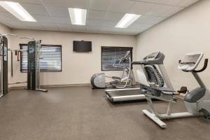 The fitness center and/or fitness facilities at Country Inn & Suites by Radisson Ocean City