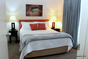 A bed or beds in a room at Mollymook Cove Apartments