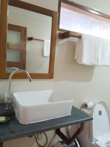 Ein Badezimmer in der Unterkunft Northern Breeze Hotel
