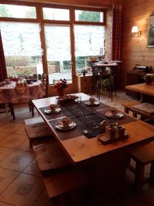 Restaurant ou autre lieu de restauration dans l'établissement Le Bellevue