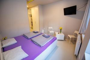 A bed or beds in a room at Rooms 63
