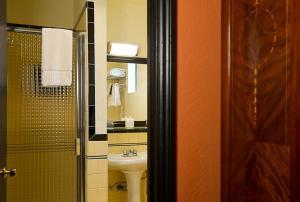 A bathroom at Hotel Boheme