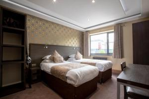 A bed or beds in a room at Grainger Apartments