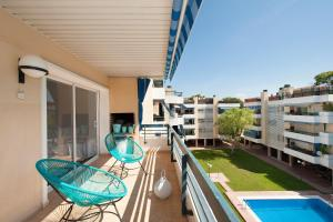 A balcony or terrace at Modern Penthouse with Rooftop Close to the Beach