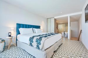 A bed or beds in a room at Eurostars Ibiza