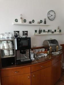 Una cocina o zona de cocina en The Ascot Hotel