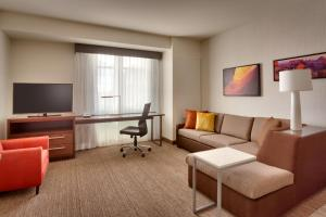 A seating area at Residence Inn by Marriott Flagstaff