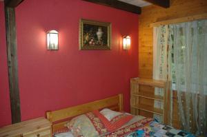 Кровать или кровати в номере Лесная База Шишки