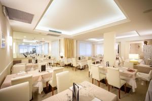 Restaurace v ubytování International Beach Hotel