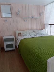 Кровать или кровати в номере Eko Apartments 2 on Berendeyevskoi