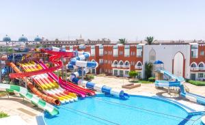 Uitzicht op het zwembad bij Sunrise Garden Beach Resort of in de buurt