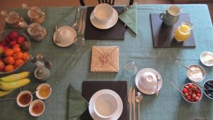 Breakfast options available to guests at Seymours Court