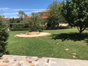 Ein Garten an der Unterkunft Pension Nina