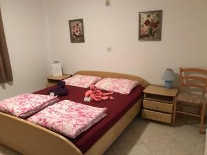 Ein Bett oder Betten in einem Zimmer der Unterkunft Pension Nina