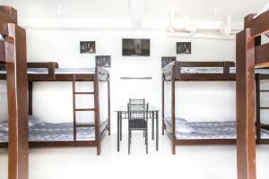 Двухъярусная кровать или двухъярусные кровати в номере Jaynet Oceanview Resort