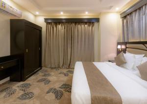 Cama ou camas em um quarto em مشارف الفخامة