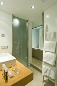 Un baño de Perantzada Art Hotel
