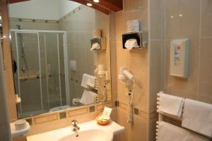 A bathroom at Hotel Adria