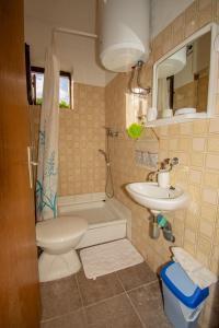 Ein Badezimmer in der Unterkunft ART Apartment