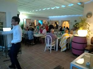 A restaurant or other place to eat at Solpark tenis SL Pension