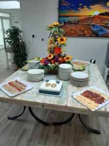 Breakfast options available to guests at Solpark tenis SL Pension