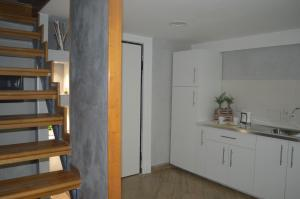 A kitchen or kitchenette at Petros Room Camere