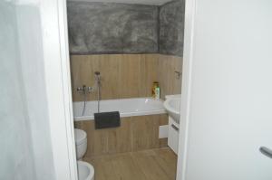 A bathroom at Petros Room Camere