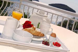 Breakfast options available to guests at Hotel Villa Telenta