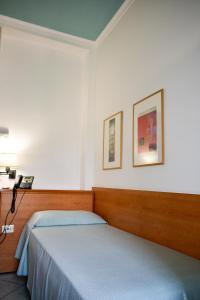 A bed or beds in a room at Hotel Amyclae